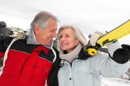 couple-skiing